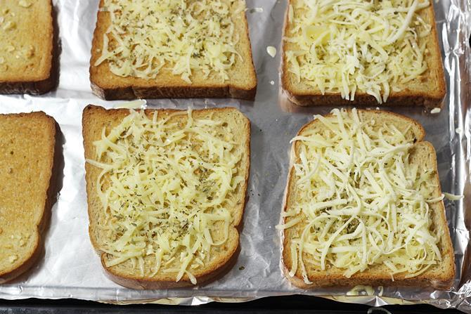 baking garlic cheese bread 05