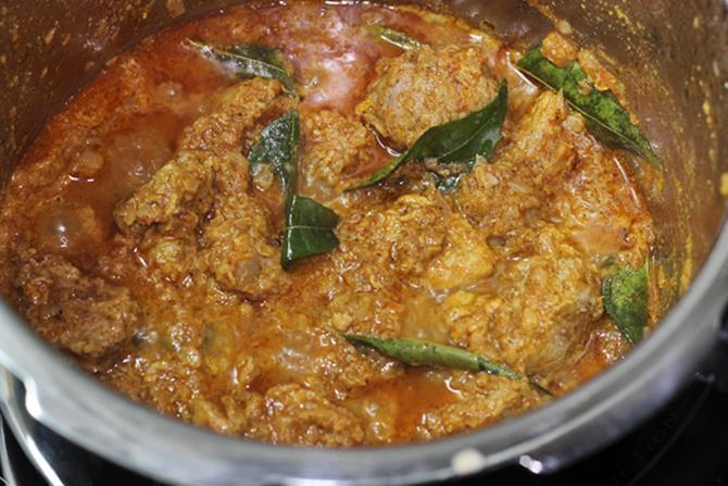 Mutton curry recipe mutton gravy recipe mutton masala recipe sauteing tomatoes forumfinder Image collections