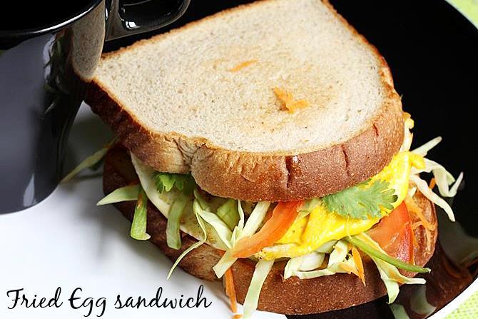 fried egg sandwich breakfast