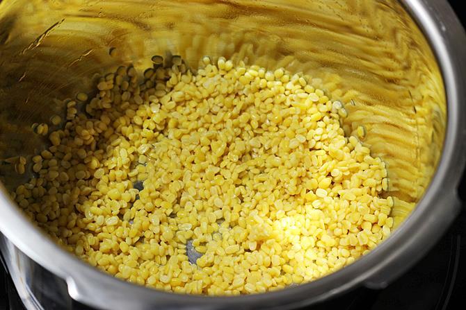 roasting rinsing lentils for moong dal halwa