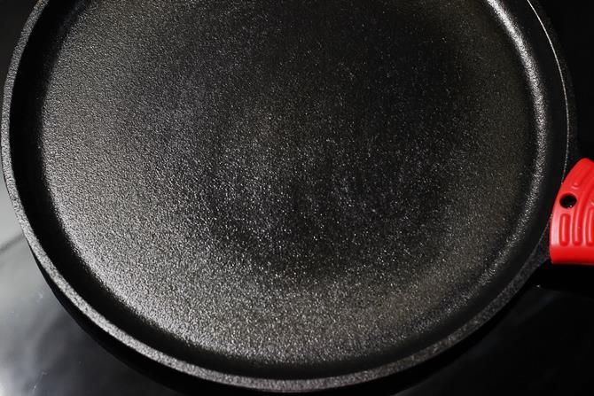 greased pan to make cheela