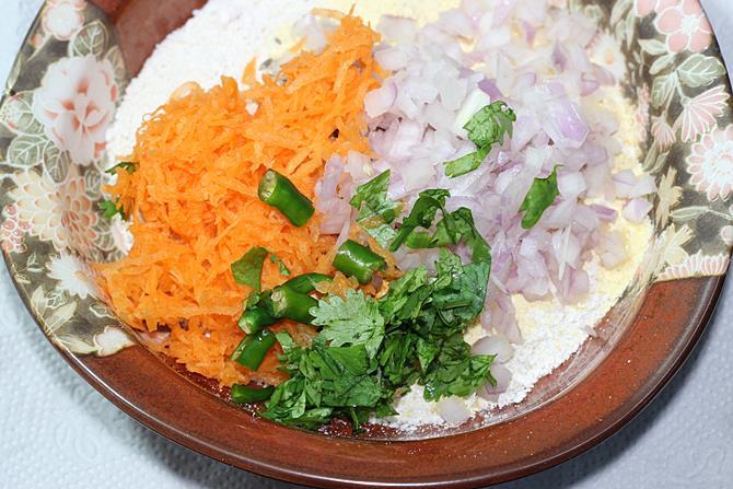 addition of carrots onions to make chilla recipe