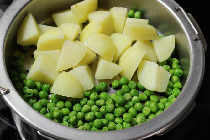 steaming veggies for seekh kabab
