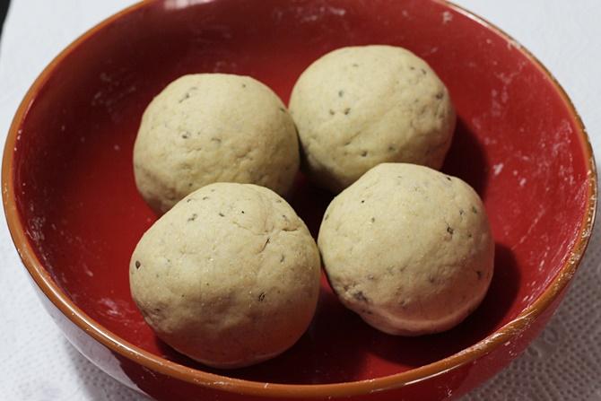 dough balls in namak para recipe