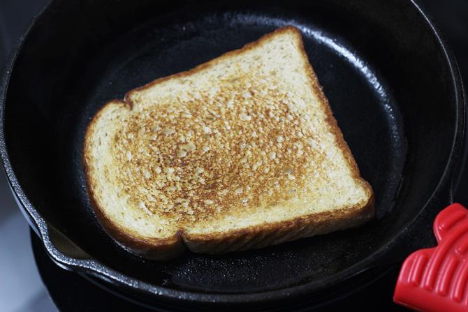 slice onions to make paneer bhurji sandwich recipe