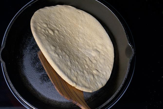 tawa-pizza-recipe-15