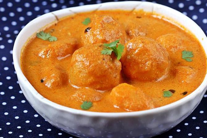 Dum aloo recipe restaurant style punjabi dum aloo curry recipe forumfinder Choice Image