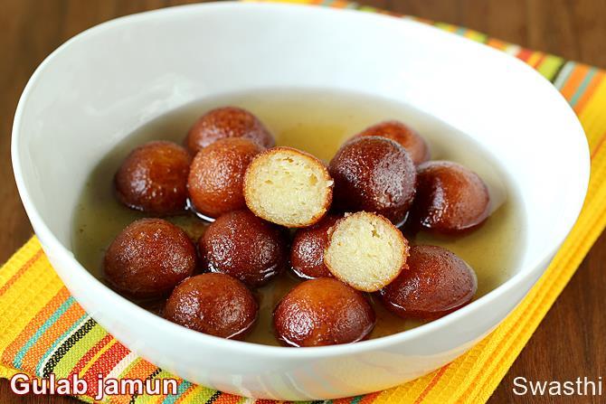 Khoya gulab jamun recipe gulab jamun with khoya mawa indian sweets khoya gulab jamun recipe forumfinder Gallery